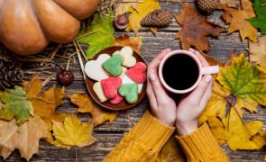 Pobudzająca kawa jesienna z suszonymi ŚLIWKAMI