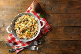 Zapiekanka z ziemniakami, pieczarkami i kurczakiem