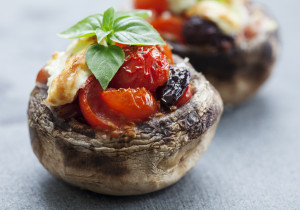 Pieczarki faszerowane serem pleśniowym i pomidorkami