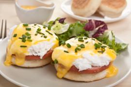 Obiad pełen energii: jajka po benedyktyńsku