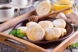 Kruche ciasteczka z prażonymi płatkami migdałów i cynamonem