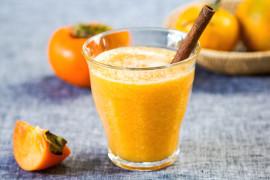 Świąteczne smoothie z kaki, cynamonem i pomarańczą