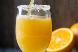 Bezalkoholowy drink na bazie soku z pomarańczy