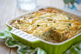 Pełnowartościowa zapiekanka ziemniaczana z serem i pieczarkami