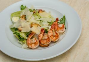 Mikołajkowa kolacja dla dwojga – 5 przepisów na sałatki
