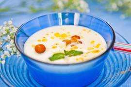 Kremowa zupa z kalafiora z dodatkiem pieczonej gruszki