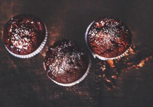 Mocno czekoladowe muffiny, które zawsze się udają! Banalny przepis!