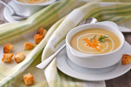 Delikatna zupa z ciecierzycy i ziemniaka