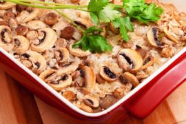 Zapiekanka z ziemniakami, pieczarkami i szynką