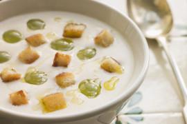 Zupa ziemniaczano-czosnkowa – rozgrzewa i ratuje z przeziębienia