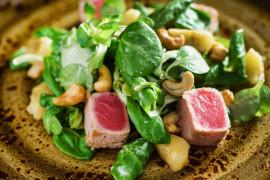 Sałatka z pieczonym tuńczykiem