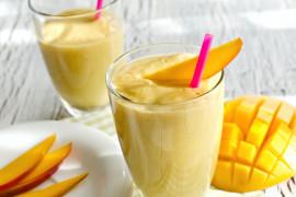 Smoothie z mango i płatkami ryżowymi