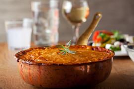 Ryżowa zapiekanka z serem feta i pomidorami