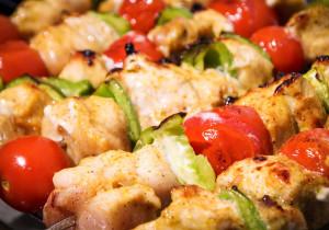 Szaszłyki z rybą i warzywami