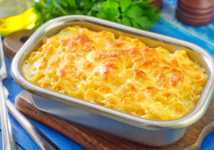 Zapiekanka z kiełbasą i makaronem – błyskawiczna w przygotowaniu!