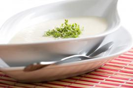 Bardzo delikatna zupa z selera z dodatkiem mleka migdałowego
