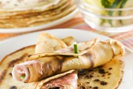 Naleśniki z szynką parmeńską i mozzarellą