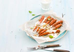 Smażone młode marchewki z jogurtem kozim
