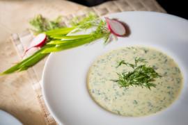 Zupa ze świeżego ogórka z dodatkiem jogurtu naturalnego