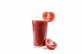 Najlepszy kosmetyk dla skóry to szklanka domowego soku pomidorowego