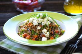 Kasza gryczana z warzywami i serem feta – banalnie prosty obiad