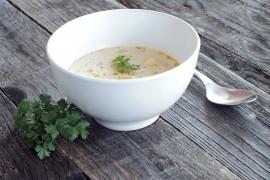 Biała zupa krem z sezonowych warzyw