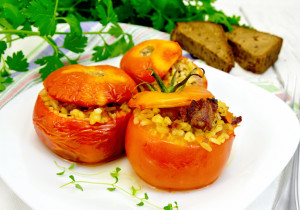 Pomidory faszerowane kaszą pęczak i gyrosem