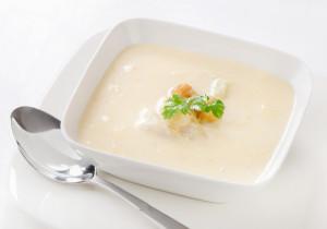 Kremowa zupa z pietruszki i gruszki z dodatkiem cynamonu