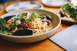 Makaron z suszonymi pomidorami, czosnkiem i oliwą z oliwek