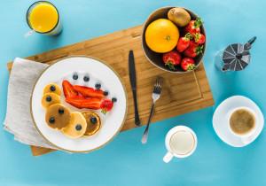 Śniadaniowe inspiracje na zdrowy posiłek z owocami 🍉🥝🍓