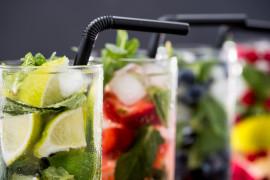10 przepisów na orzeźwiające napoje