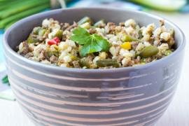 Kasza pęczak z mięsem mielonym i ogórkami kiszonymi – szybki obiad