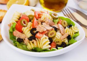 Sałatki z mięsem – 10 najlepszych przepisów