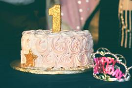 Jak ozdobić tort dla dziewczynki na roczek?- 10 inspiracji