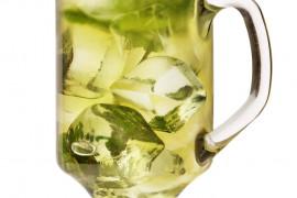 Mrożona herbata miętowa z miodem i cytryną