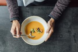 Zupa krem z marchewki, ziemniaków oraz korzenia pietruszki
