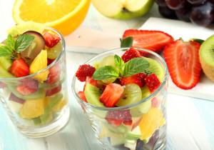 Sałatka owocowa – lekka, idealna na piknik