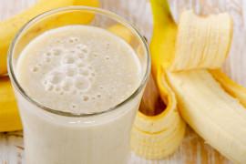 Milkshake z ananasa, bananów i mango