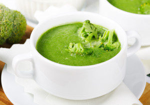 Kremowa zupa z brokuła, cukinii i cebuli