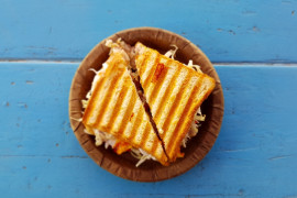 Śniadaniowa kanapka grillowana