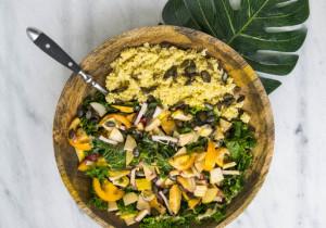 Wegańska sałatka z cytrynową kaszą jaglaną