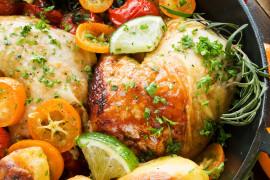Pieczone udka z kurczaka z ziemniakami i pomidorkami cherry