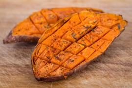 Pieczone bataty z ziołami – bardzo aromatyczne i soczyste