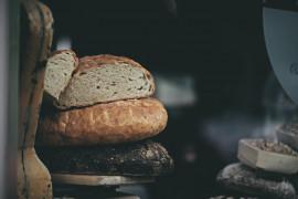 Prosty chleb z sezamem