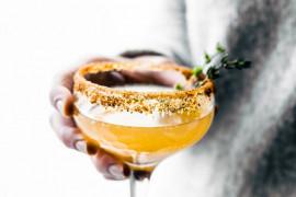 Mocno cytrusowy drink z dodatkiem miodu