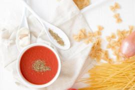 Sos pomidorowo-paprykowy —> idealny do mięsa i gołąbków