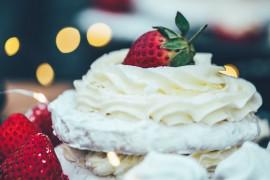 Jak zrobić krem waniliowy – idealny do owoców, lodów, bezy, ciast, naleśników?