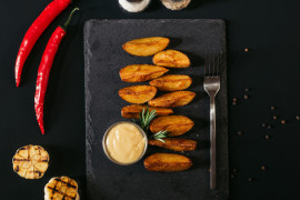 Pieczone ziemniaki z sosem majonezowo-ketchupowym