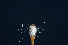 Te produkty spożywcze zawierają nawet 2 łyżki soli w opakowaniu! Sprawdź to!