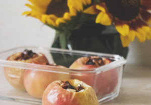 Pieczone jabłka z serkiem i rodzynkami